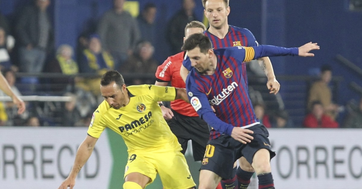 Messi vies for the ball with Villarreal's Cazorla during a La Liga match, April 2, 2019.
