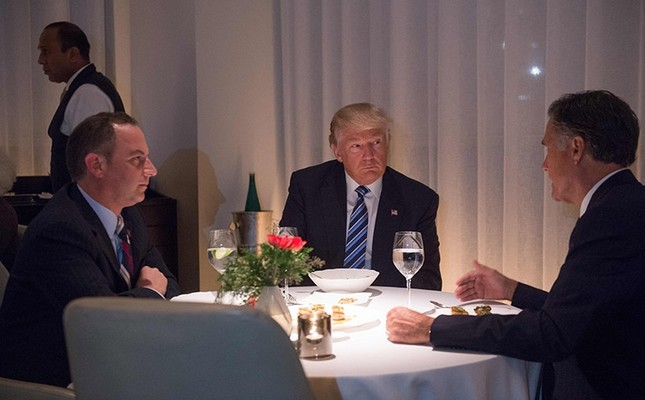 President-elect Donald Trump (C) dines with Mitt Romney (R) and Reince Preibus (L) at Jean-Georges restaurant at Trump International Hotel and Tower on Nov. 29, 2016 in New York. (AFP Photo)