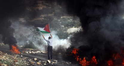 pThousands of Palestinians on Thursday marked Land Day, which commemorates six Palestinian protesters killed by Israeli troops 40 years ago as recent global changes shatter Palestinians' remaining...
