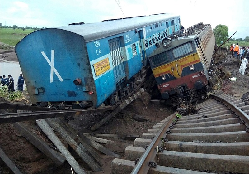 Two Indian passenger trains lay next to each other following a derailment after they were hit by flash floods on a bridge outside the town of Harda in Madhya Pradesh state on August 5, 2015. (AFP Photo)