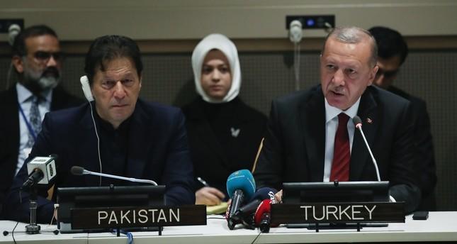 Pakistani PM Imran Khan (L) and President Erdoğan