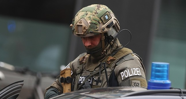 A special German police officer is pictured at the site where earlier a man injured several people in a knife attack in Munich, Germany, October 21, 2017 (Reuters Photo)