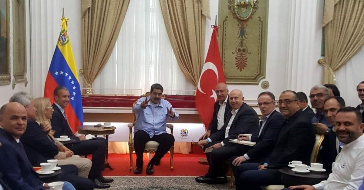 Turkish exporters meet with President Nicolas Maduro on the sidelines of their visit to Venezuela last week. (Photo ASH?B-AA)