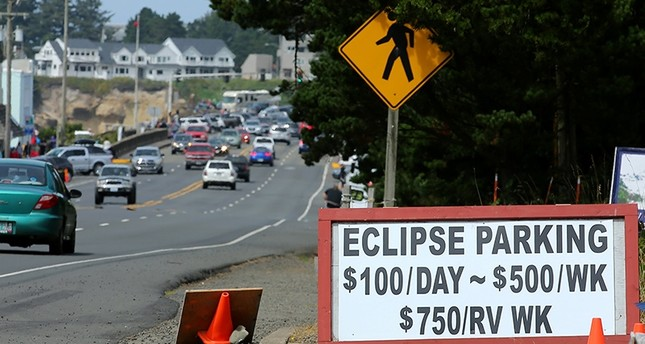An Entrepreneurial sign for parking is displayed for drivers as they near the small town of Depoe Bay, Oregon as it prepares for the coming Solar Eclipse, August 20, 2017 (Reuters Photo)