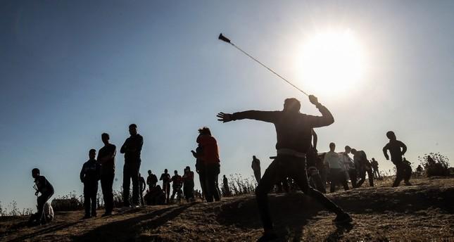 الجيش الإسرائيلي يقتل فلسطينيا ويصيب 30 آخرين على حدود القطاع