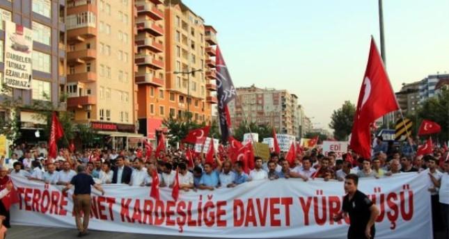 آلاف الأتراك يشاركون في مسيرة ضد الإرهاب في باطمان