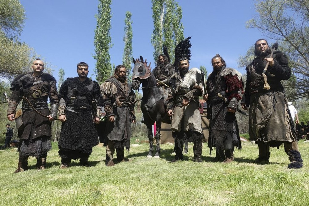 Consisting of seven people, the Deliler are sent to Targoviu015fte in Romania by Baba Sultan to execute Vlad III in the film.