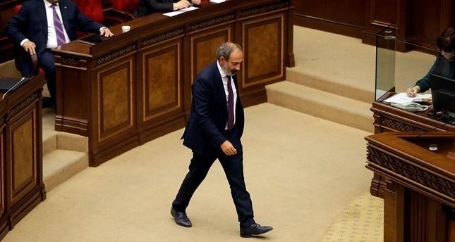 زعيم المعارضة في أرمينيا، نيكول باشينيان أثناء جلسة بالبرلمان للتصويت على نيله منصب رئيس الحكومة 1 مايو 2018 (أسوشيتد برس)