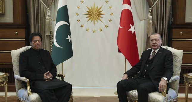President Recep Tayyip Erdoğan (R) and Pakistan's Prime Minister Imran Khan pose for the media before their meeting on bilateral relations, Ankara, Jan. 4, 2019.