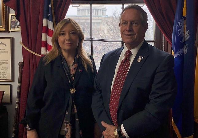 Presidential adviser Gülnur Aybet and Congressman Joe Wilson (Photo from Twitter @Gulnuray)