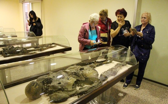 A group of visitors at the Amasya Museum.