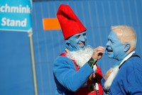 Group tries to break Smurf meet-up record in Germany