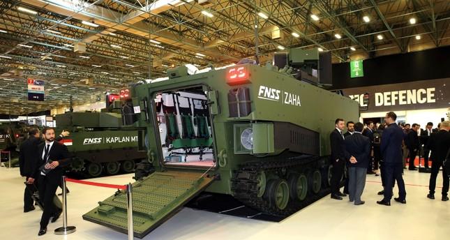 المدرعة الهجومية البرمائية المحلية الصنع (ZAHA) أثناء عرضها بمعرض الصناعات الدفاعية الدولي بإسطنبول