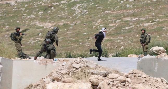 Israeli soldiers shoot handcuffed Palestinian teen