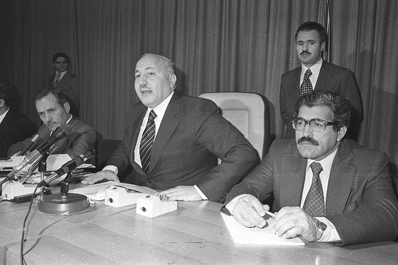 Korkut Özal (R) seen in a press conference with then Deputy Prime Minister Necmettin Erbakan (C). (AA Photo)
