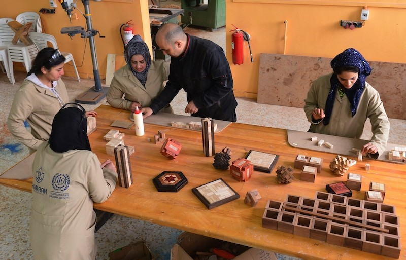 Women in u015eanlu0131urfau2019s Harran district are supporting themselves by making wooden puzzles under the mentorship of master puzzle-maker Yavuz Demirhan. (Anadolu Agency Photo)