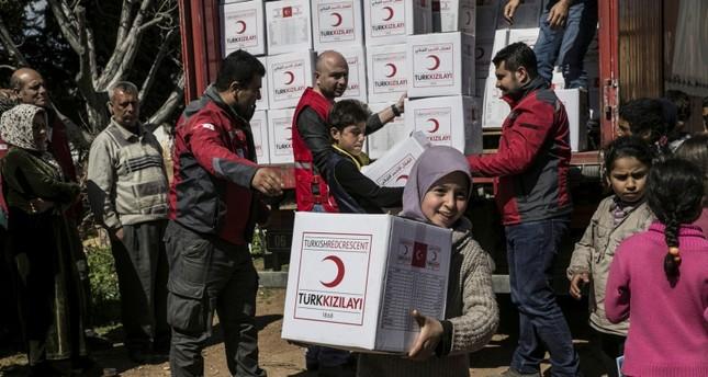 من نشاطات الهلال الأحمر التركي في سوريا (الأناضول)