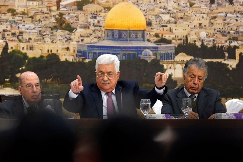 Palestinian president Mahmoud Abbas (C) speaks during a meeting in the West Bank city of Ramallah on Jan. 14, 2018. (AFP Photo)