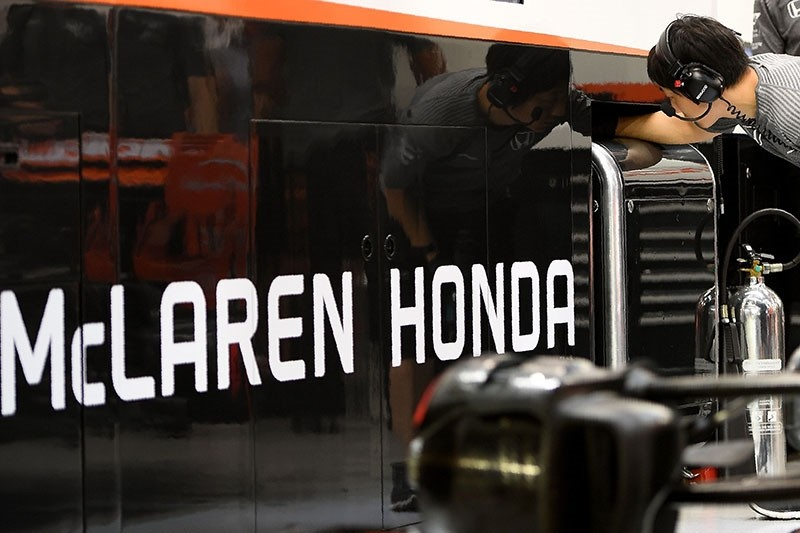 McLaren Honda's crew member works in the team-garage during the second practice session of the Formula One Singapore Grand Prix night race on September 15, 2017. (AFP Photo)