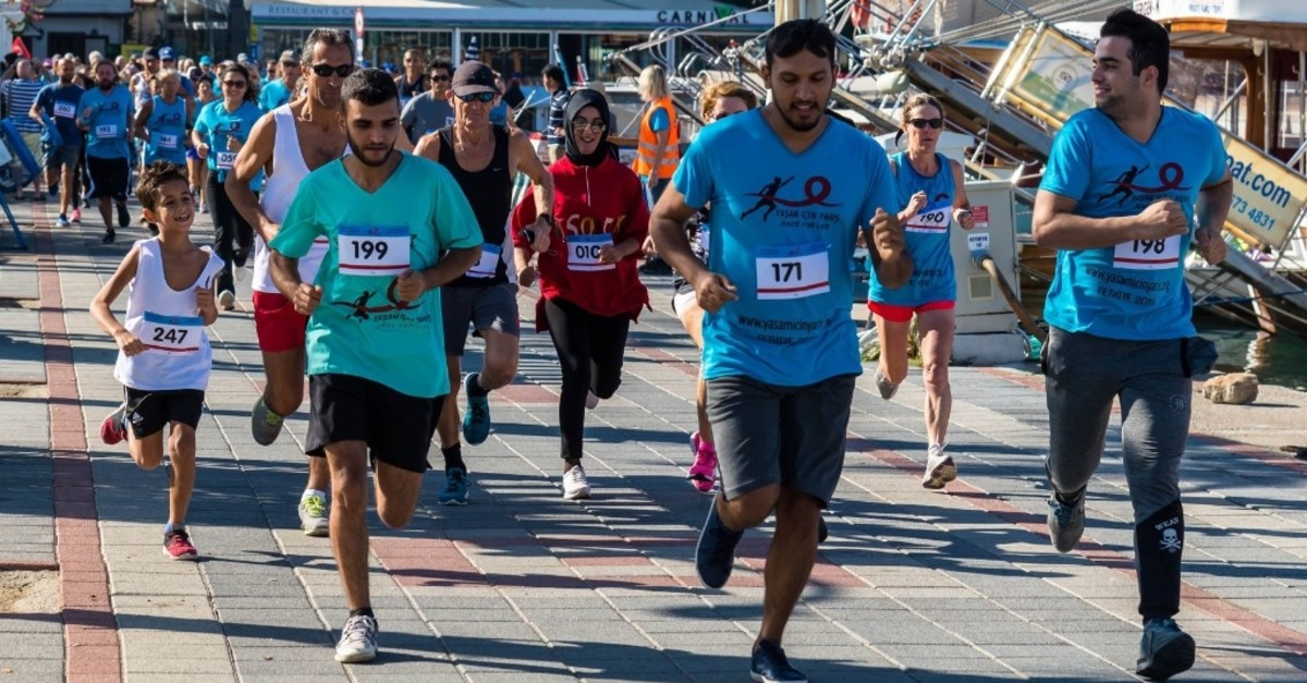 Initiated by British expat Lyn Ward who is currently living in Fethiye, Muu011fla, the Race For Life fun-run and biking course raises money for cancer research.