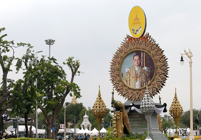 King Bhumibol's 5-day burial ceremony begins in Thailand
