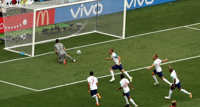 Dominant England pounds Panama to reach last 16