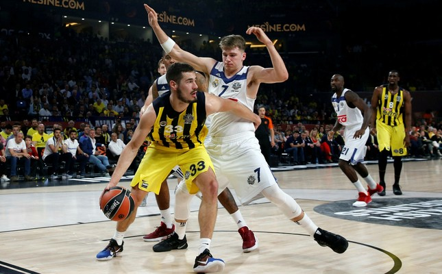 Real Madrid's Luka Doncic, right, defends against Fenerbahçe's Bogdan Bogdanovic during their Final Four Euroleague semifinal basketball match at Sinan Erdem Dome in Istanbul, Friday, May 19, 2017. (AP Photo)