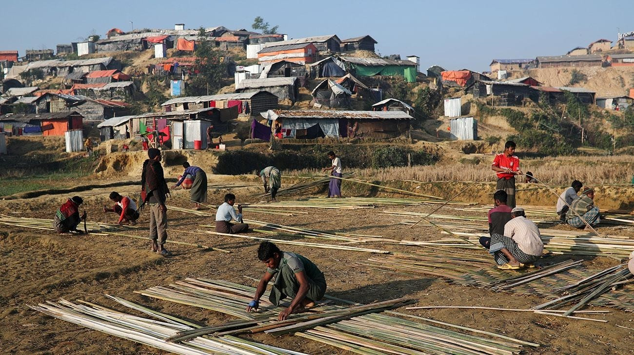 Rohingya refugees build shelter with bamboo at the Jamtoli camp in Cox's Bazar, Bangladesh, January 22, 2018. (Reuters Photo)