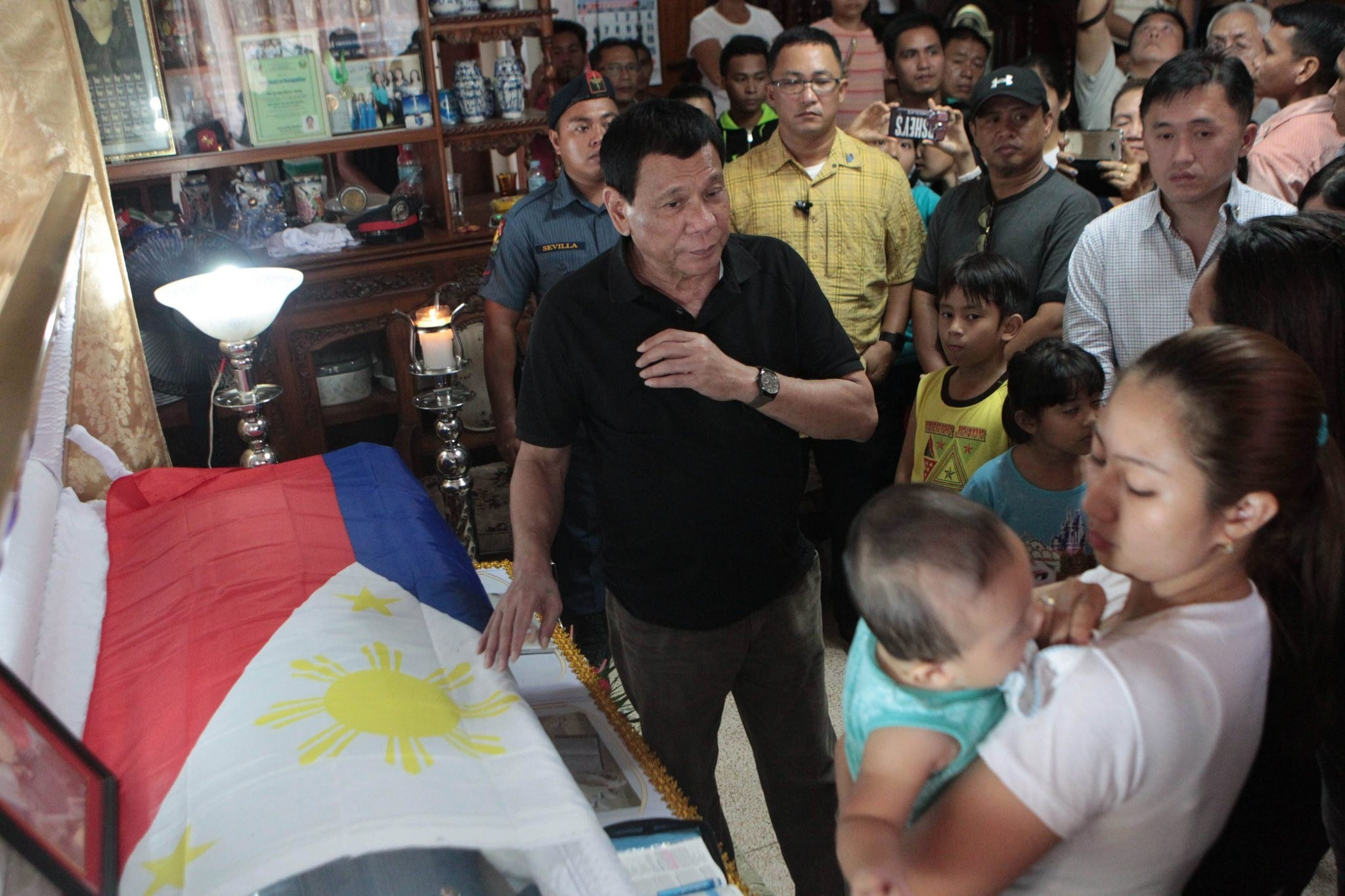 Filipino President Rodrigo Duterte (C) mourning on the coffin of Police Officer Jerome Ruefa, who according to authorities was killed by members of communist rebel group. (EPA Photo)