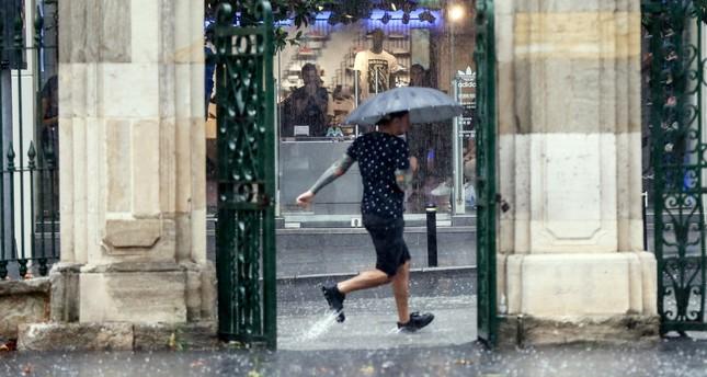 موجة أمطار صيفية قصيرة تضرب إسطنبول