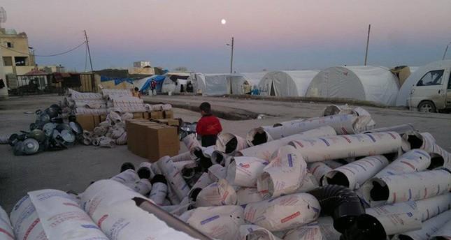 إحدى ورشات بناء المخيمات التابعة للهلال الأحمر التركي (من الأرشيف)