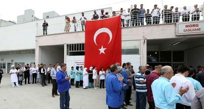 pBei verschiedenen Terroranschlägen in den östlichen Provinzen Kars, Bitlis und im südöstlichen Şırnak, kamen am Dienstag fünf türkische Soldaten ums Leben, während mehrere verletzt...