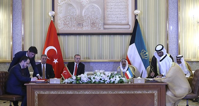 Turkish, Kuwaiti delegations attending a signing ceremony with participation of President Erdoğan and Kuwaiti emir (AA Photo)
