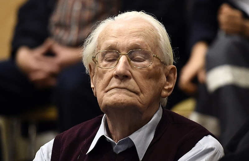 This file photo taken on July 15, 2015 shows convicted former SS officer Oskar Groening listening to the verdict of his trial at the court in Lueneburg, northern Germany. (AFP Photo)