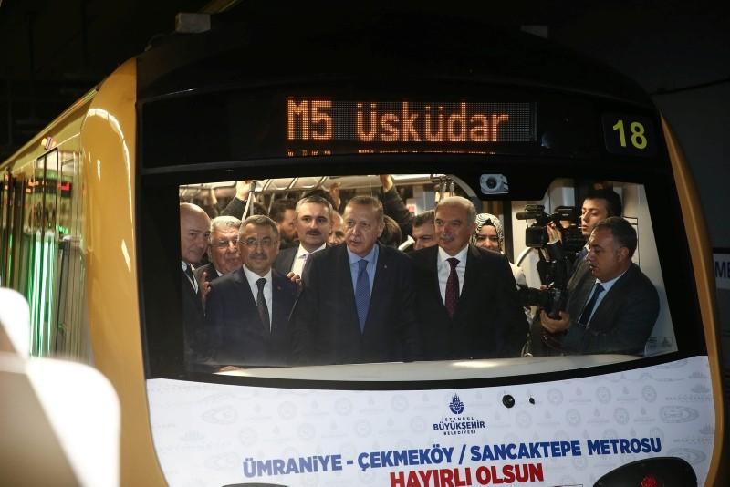 President Recep Tayyip Erdou011fan, flanked by Vice President Fuat Oktay (L) and Istanbul Metropolitan Mayor Mevlu00fct Uysal (R), attends the inauguration ceremomy of the second phase of u00dcsku00fcdar-u00c7ekmeku00f6y metro line in Istanbul, on Oct. 21, 2018. (AA Photo)