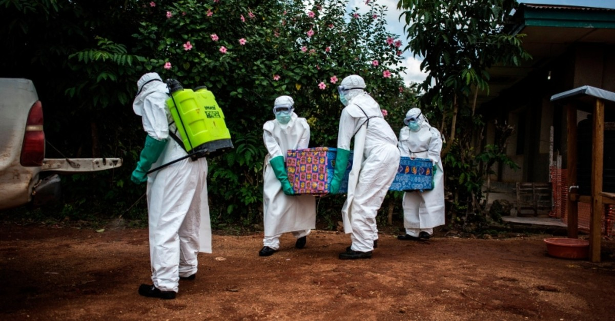 In this file photo taken on August 22, 2018 health workers carry out the body of a patient with unconfirmed Ebola virus in Mangina, near Beni, in the North Kivu province. (AFP Photo)