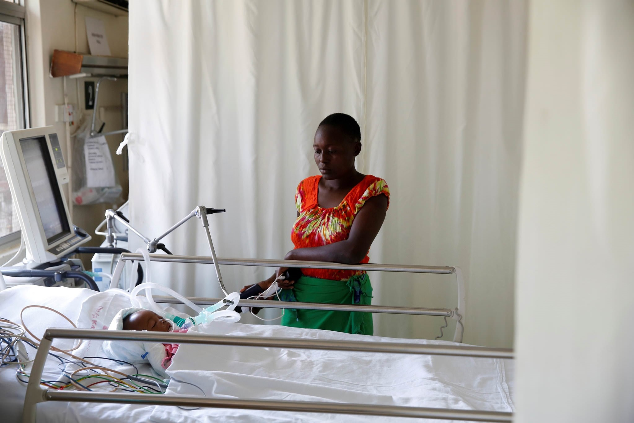 Lenzer, mother of Samantha Pendo, stands next to her bed as the girl remains in critical condition in the Intensive Care Unit of Aga Khan Hospital in Kenya August 14, 2017. (REUTERS Photo)