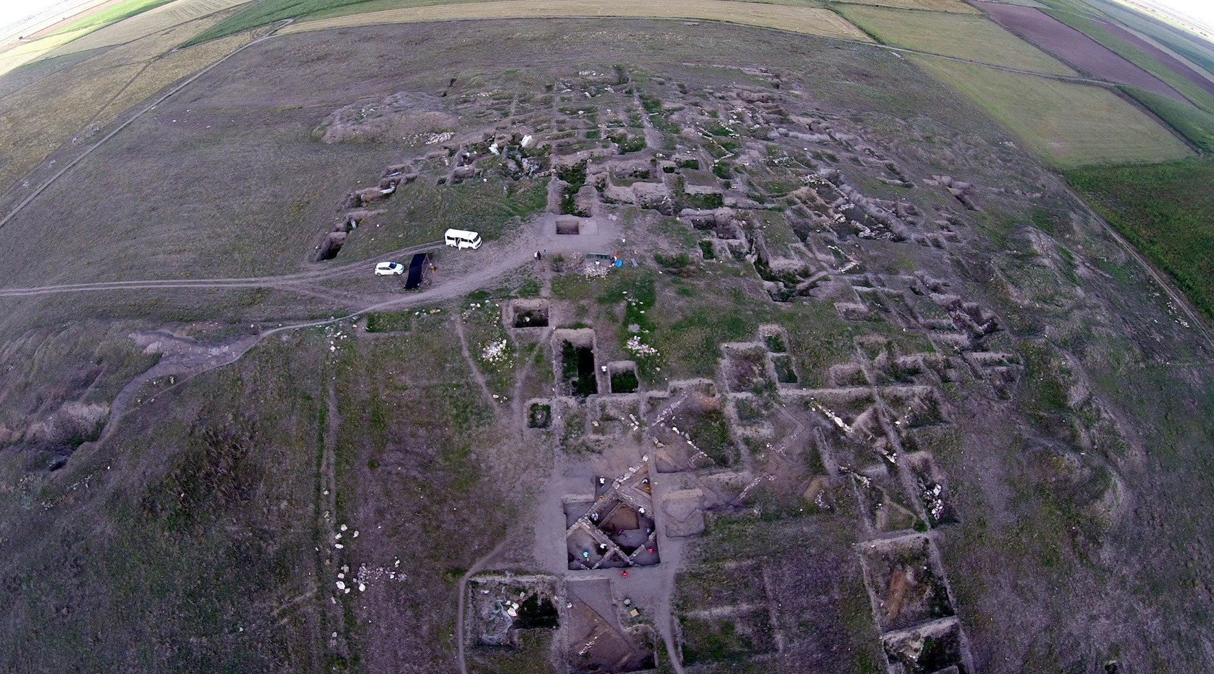 An aerial view of the excavation site in Ku00fcllu00fcoba.