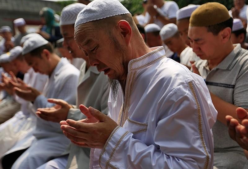 Muslims pray at the Niujie Mosque to celebrate Eid al-Fitr in Beijing, China, July 6, 2016. (EPA Photo)