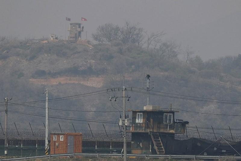 A South Korean sentry post (front) and North Koren sentry post (above) face each other across the inter-Korean border in the border city of Paju, in Gyeonggi-do, South Korea, 20 April 2018. (EPA Photo)