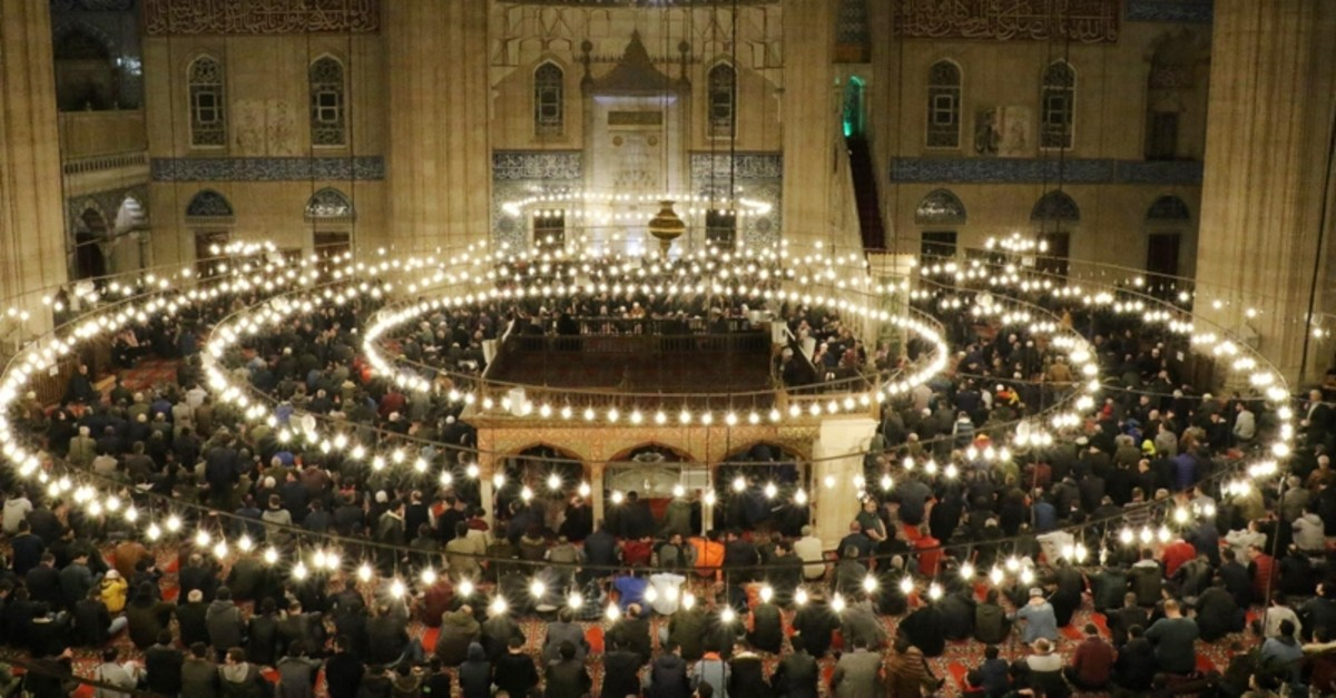 Muslims during the prayer in Edirne's Selimiye mosque during the Laylat al-Raghaib (IHA Photo)