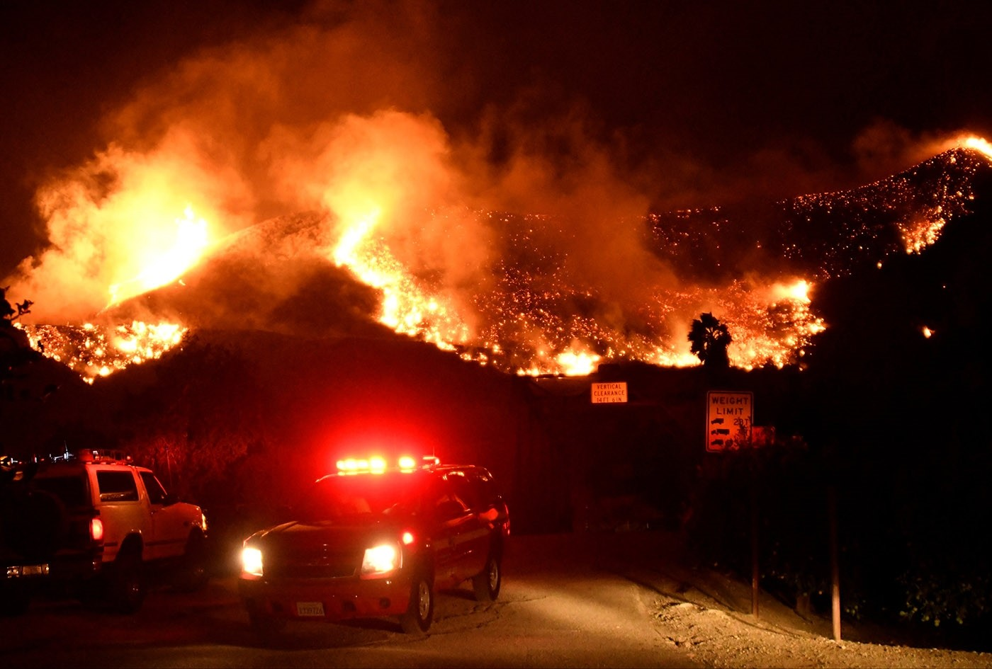 Emergency crews block a roadway as flames spread from a Santa Ana wind-driven brush fire called the Thomas Fire near Ventura, California, December 5, 2017. (Reuters Photo)