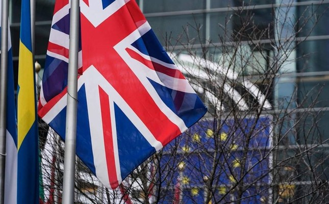 A picture taken on Jan. 23, 2020 shows the European Union flag and the British Union Jack waving in front of the European Parliament in Brussels. Photo by AFP