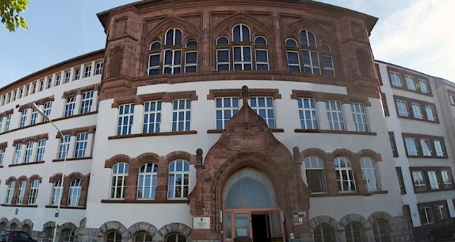 Deutsches Gymnasium bespitzelt betende Schüler
