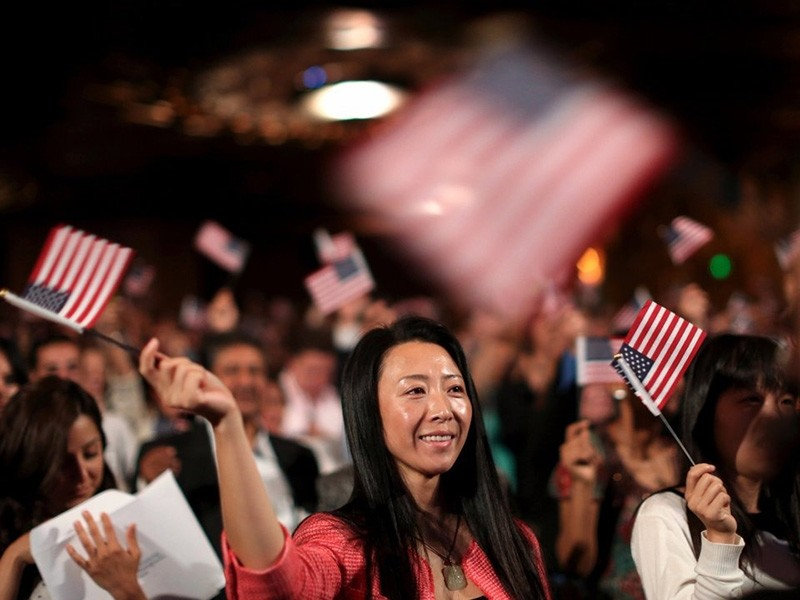 Citizenship and Immigration Services naturalization ceremony in Oakland, California, Aug. 13, 2013. (Reuters Photo)