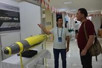 طالب جامعي تركي يخترع قنبلة فريدة لإطفاء الحرائق الضخمة