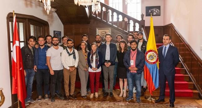 طلاب أتراك يختتمون أنشطتهم التطوعية في كولومبيا