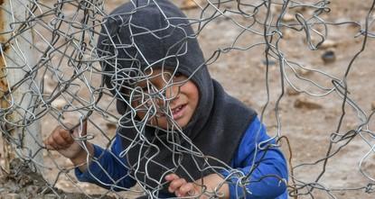 وفاة 319 طفلاً لنقص التغذية والأوبئة بمخيم الهول الخاضع لإرهابي ي ب ك