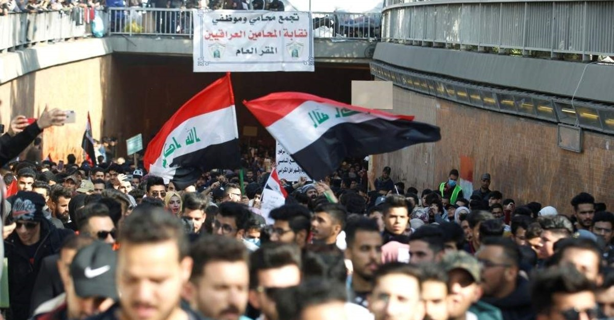 Iraqi University students carry Iraqi flags during ongoing anti-government protests, Baghdad, Dec. 29, 2019. (Reuters Photo)