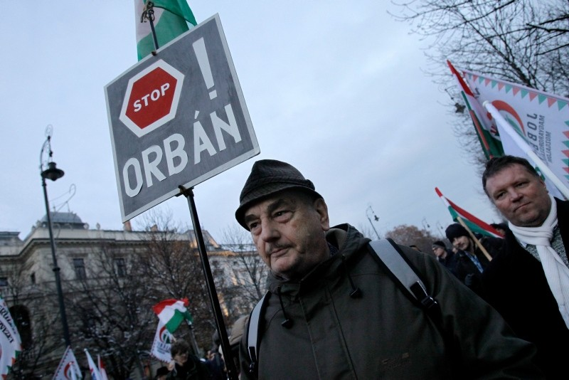 A protester holds a sign reading ,Stop Orban, as members and sympathisers of several trade unions, political parties and civil organisations march in Budapest on December 16, 2018. (AFP Photo)